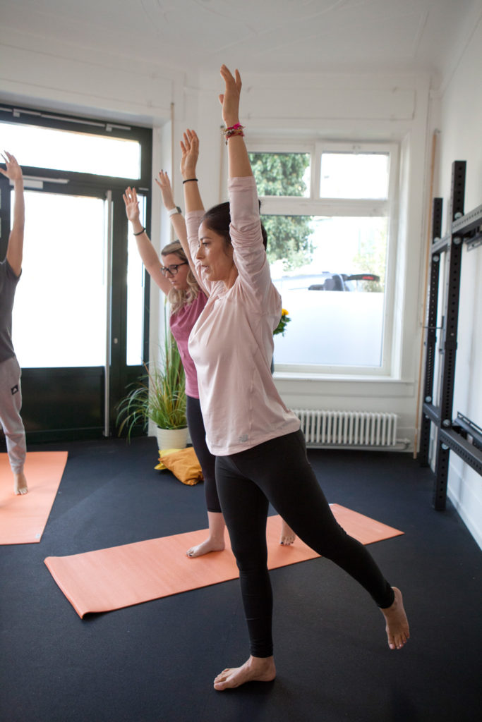 Yogastunden Zürich mit Miriam Singh